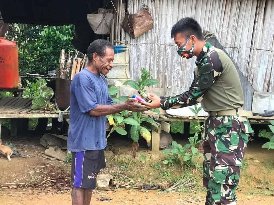 Satgas Yonif 403 Berikan Pelayanan Kesehatan Kepada Warga Kampung Amgotro