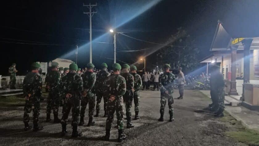 Satgas Yonif 734 Bantu Patroli Pengamanan Malam Takbiran di Desa Hitu