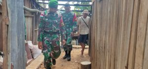 Satgas Yonif 742 Rehab Rumah Milik Kasiran di Dusun Sakafini