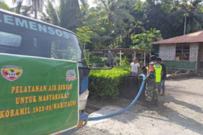 Kodim 1622 Alor Distribusikan Air Bersih ke Desa di Kecamatan Alor Timur