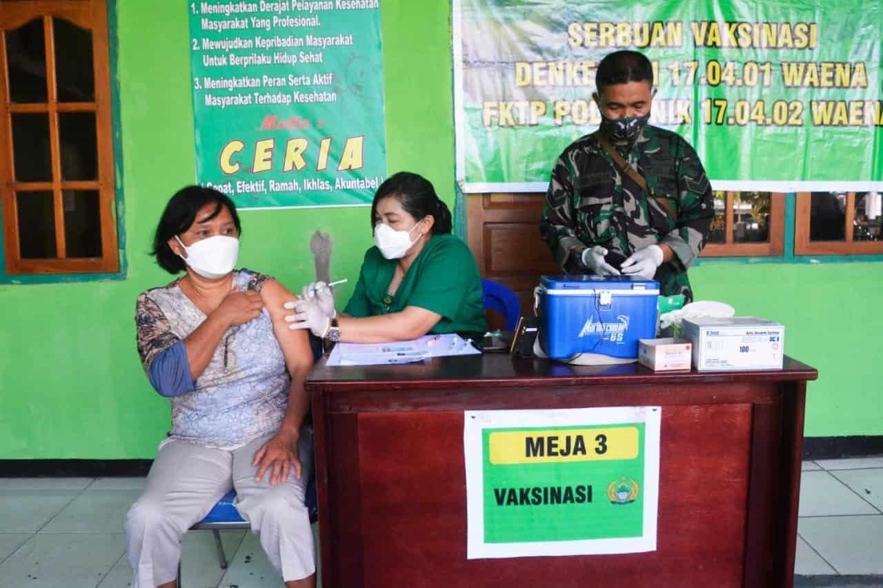 Keluarga Besar TNI Wilayah Korem 172/PWY, Terima Vaksinasi Covid -19