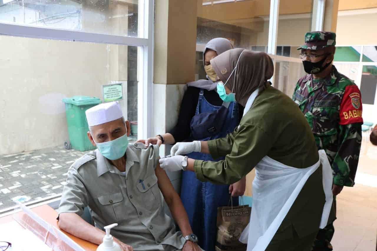 Kodam II/Swj Laksanakan Vaksinasi Covid-19 Bagi Purnawirawan, Istri Purnawirawan dan Warakawuri TNI AD
