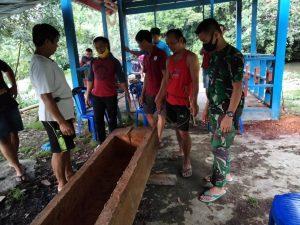 Satgas Yonif 614 Membantu Prosesi Pemakaman Warga Tertua Desa Sai Anai
