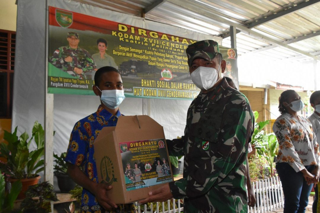 Danrem 174/ATW Pimpin Langsung Bakti Sosial HUT Ke – 58 Kodam XVII/Cenderawasih di Wilayah Merauke