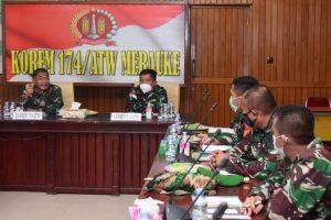 Danrem Pimpin Rapat Evaluasi Kinerja Satgas dibawah Kolakops Korem 174/ATW Merauke