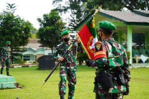 Danrem 061/SK Pimpin Upacara Pemberangkatan Satgas Yonif 315/Garuda ke Papua