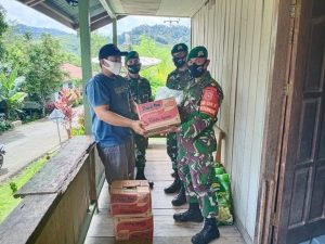 Pasca Banjir, Satgas Yonif 614 Bantu Distribusi Sembako Ke 3 Desa