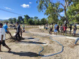 Satgas Yonif 742 Bangun Lapangan Voli di Desa Tulakadi