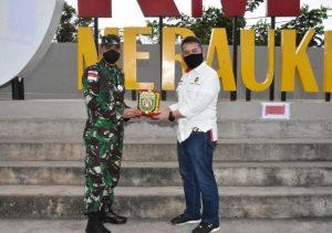 Danrem 174 Merauke Dampingi Ketua Deputi Bidang Koordinator Pertahanan Negara Kemenkopolhukam Tinjau PLBN Sota