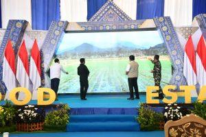 """Pangdam II/Sriwijaya Hadiri Acara Kick Off Food Estate """"Petani Bela Negeri"""" Agrosolution"""