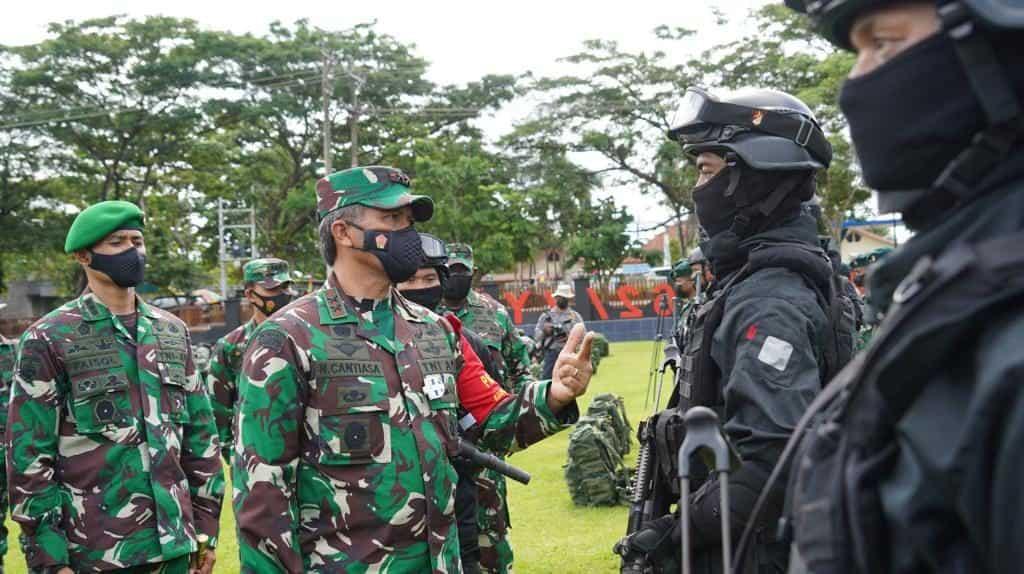 Pastikan Kesiapan Operasi, Pangdam XVIII/Kasuari Cek 2 Kompi Satgas Yonif RK 762/VYS