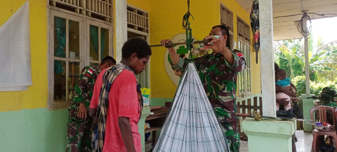 Peduli Kesehatan Ibu, Anak dan Lansia, Satgas Yonif 611/Awang Long Laksanakan Posyandu Bulanan