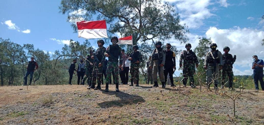 Patroli Bersama, Satgas Yonarmed 6/3 Cek Patok Batas dan Jalur Ilegal di Perbatasan RI-RDTL