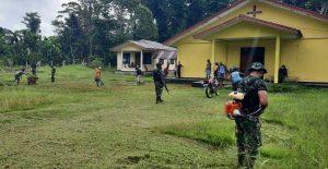 Sambut Minggu Damai, Satgas Yonif 512 Ajak Masyarakat Bersihkan Rumah Ibadah di Perbatasan Papua