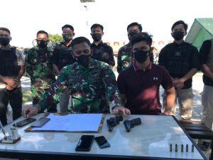 Atas Kesadaran Sendiri, Warga Papua Serahkan Senjata Kepada Personel Satgas dan Babinsa Kodim 1702/Jayawijaya