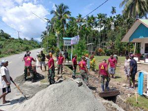 Satgas Yonif 131/Brs Bersama Warga Karya Bhakti di Gereja GKI Nehemia Papua