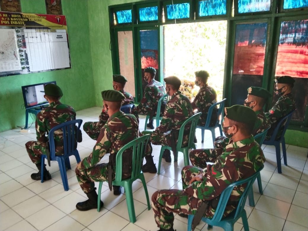 Satgas Yonarmed 6/3 Ajak Warga Dalam Upacara Hari Kelahiran Pancasila