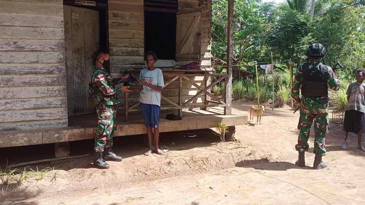 Bakti Satgas Yonif 611/Awang Long Kepada Masyarakat Papua
