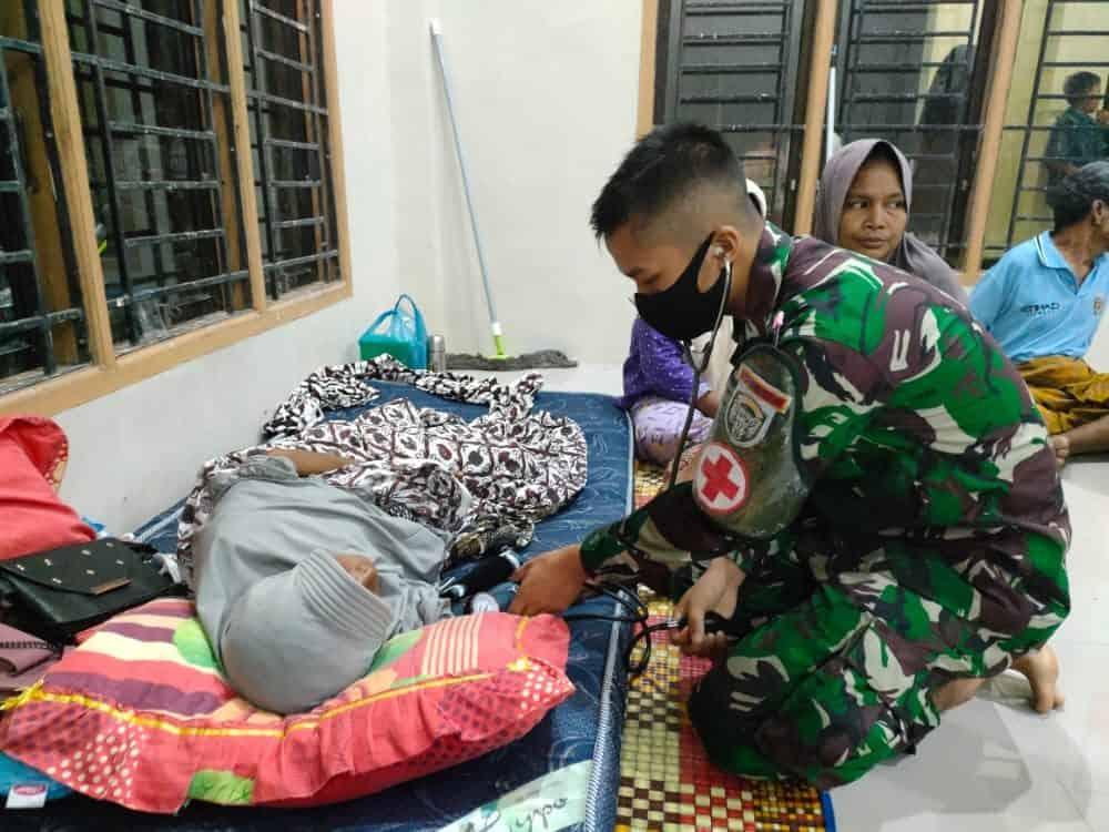 Kodim Pidie Evakuasi Korban Banjir Gampong Jok Tanjong