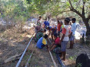 Satgas Yonarmed 6/3 Perbaiki Jaringan Air Bersih Dua Desa Perbatasan