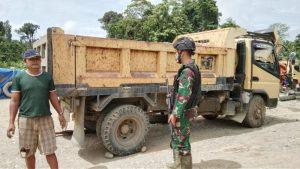 Jaga Stabilitas Keamanan Perbatasan, Satgas Yonif 403 Gelar Pemeriksaan Rutin