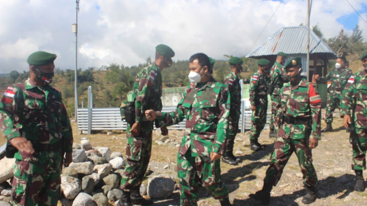 Tim Dalproggar TNI AD Kunjungi Satgas Yonarmed 6/3 di NTT
