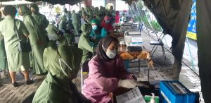 Persit KCK Cabang XXVI/ Disjasad PG Mabesad Laksanakan Vaksinasi Covid-19 Tahap Pertama
