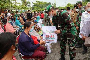 Pangdam I/BB Bersama Kapoldasu Tinjau Vaksinasi Massal Covid-19 di Batubara