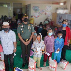 Empat Ton Beras Danrem 061/SK Berbagi Kasih Untuk 400 Anak Yatim dan Jompo