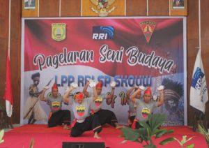 Bawakan Tari Piring, Satgas Yonif 131 Meriahkan Pergelaran Seni Budaya di Papua