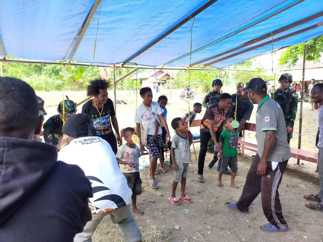 Perkuat Ikatan Persaudaraan, Satgas Yonif 403 Meriahkan Acara OMK Kampung Bompay
