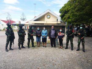 Jaga Stabilitas Keamanan, Satgas Pamrahwan Yonif 751/VJS Pererat Silaturahmi ke Tokoh Agama