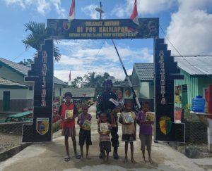 Satgas Yonif 512/QY Ajarkan Baca Tulis Anak-Anak Papua