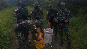 Satgas Pamtas RI-Malaysia Yonif Mekanis 643/Wns Kembali Gagalkan Penyelundupan Minuman Keras di Perbatasan