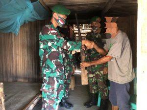 Dalam Sepekan 5 Pucuk Senpi Diserahkan Warga Perbatasan ke Satgas Yonif 742