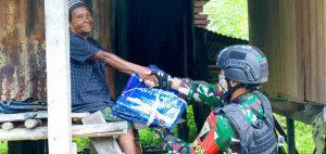 Satgas Yonif 403 Sosialisasi Cegah Malaria dan Bagi Kelambu di Pegunungan Bintang Papua