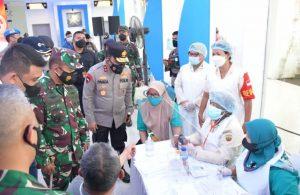 Pangdam I/BB, Kapoldasu dan Walikota Medan Hibur Nakes Vaksinasi Massal di Terminal Penumpang Bandar Deli