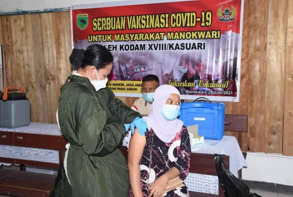 Kodam XVIII/Kasuari Gelar Serbuan Vaksinasi Covid-19 Untuk Masyarakat Manokwari