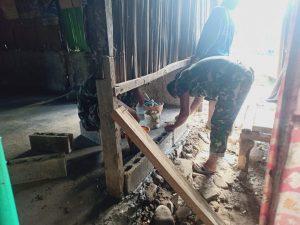 Satgas Yonif 742 Rehab Rumah Rodino Carpailera Yang Tidak Layak Huni