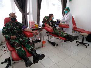 Satgas Yonif Mekanis 512/QY Donorkan Darah Kepada Warga Perbatasan Papua Yang Membutuhkan
