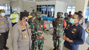 Pangdam XVIII/Kasuari Bersama Gubernur Papua Barat Tinjau Penerapan Prokes di Manokwari