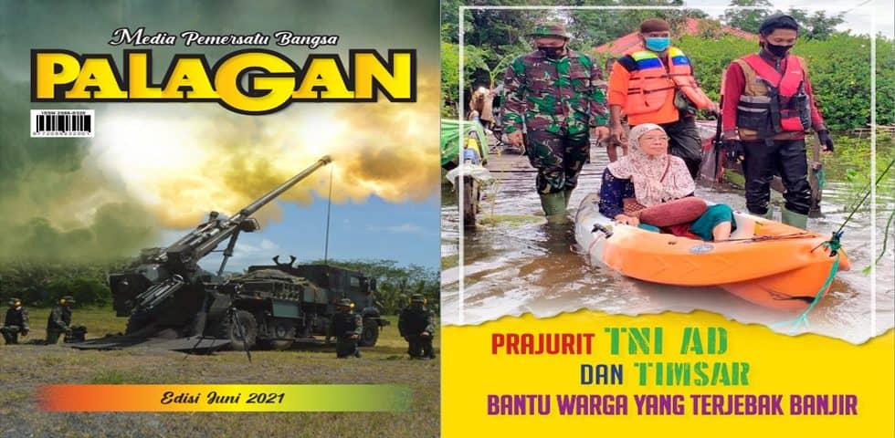 Prajurit TNI AD dan Tim SAR Bantu Warga Yang Terjebak Banjir