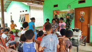 Hasil Kebun Melimpah, Satgas Yonif 512/QY Ajarkan Cara Membuat Kripik Pisang di Perbatasan Papua
