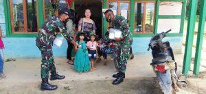 Personel Satgas Pamtas RI Malaysia Yonif 144/JY Bagikan Masker di Gereja GKII
