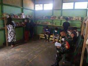 Tumbuhkan Minat Baca Sejak Dini, Satgas Pamtas Yonif Mekanis 643/Wns Buat Perpustakaan di Perbatasan