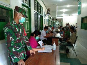 Aparat TNI Bersama Tim Posko PPKM Mikro, Bantu Sukseskan Vaksinasi Covid-19 di RSUD Abepura