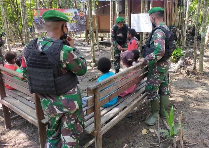 Satgas Yonif 512/QY Beri Motivasi Dan Bangkitkan Semangat Belajar Anak-Anak Perbatasan Papua