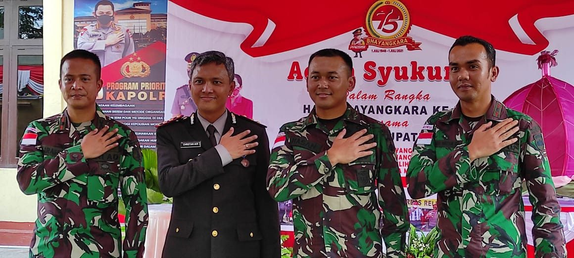 Hadiri HUT Bhayangkara Ke75, Satgas Yonif 403 Pererat Sinergitas TNI-Polri di Perbatasan RI-PNG