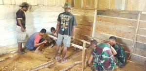 Satgas Yonif 403 Bersama Warga Gotong Royong Renovasi Gereja di Perbatasan
