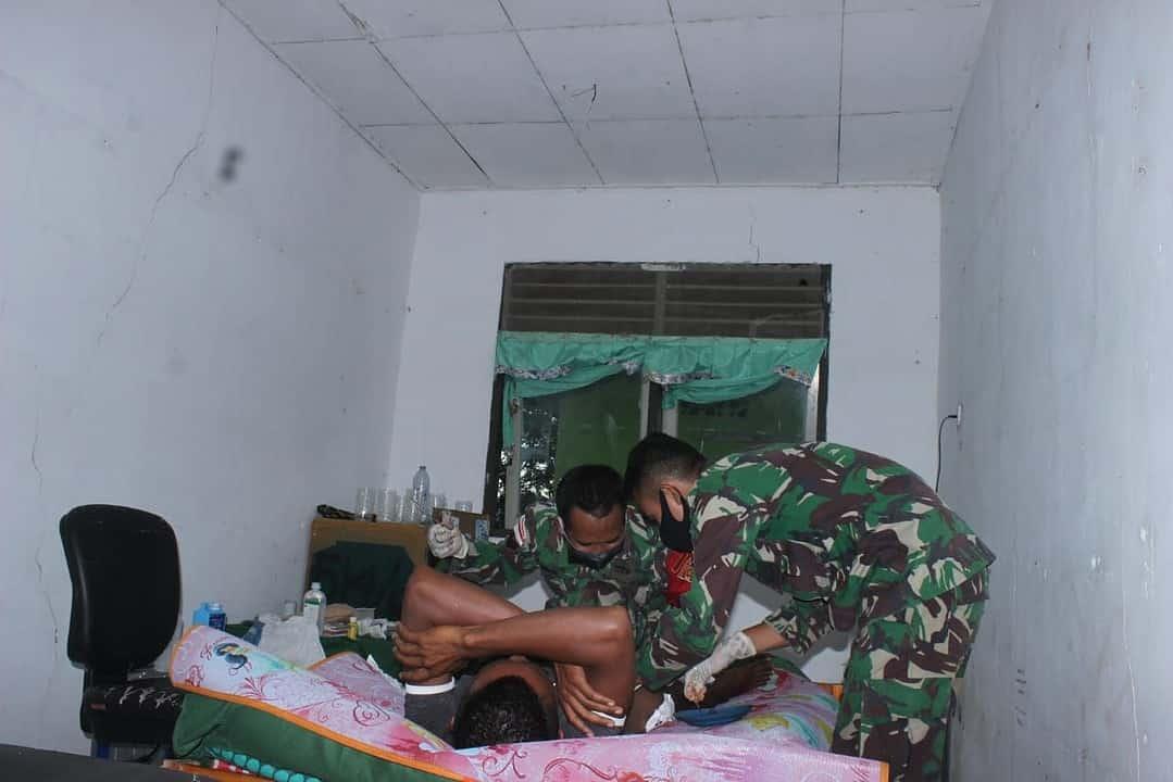 Pos Nunura Satgas Yonif 742 Gelar Sunatan Gratis di Dusun Sakafini